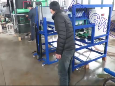 Video of Kingwell direct cooling block ice machine working (KW-DB1)